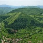 "Archaeologists are avoiding the Bosnian ""Pyramids"", but Tourists are not"